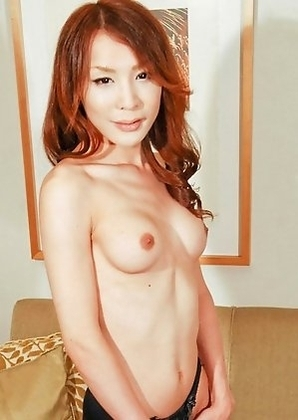 Yuu Kakisaki has a dancer�s tight body, accented by a pair of big breasts and an amazingly curvy waist-line. She�s got that perfect combination of cut