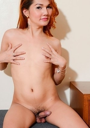 Princessa 27 years old from Angeles and work for a webcam site.