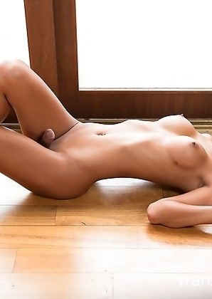 Miran undresses and reveals her fantastic body.