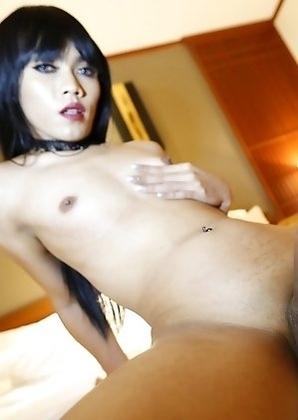 25yo sexy Thai shemale Yammy fucks and sucks white tourists cock.