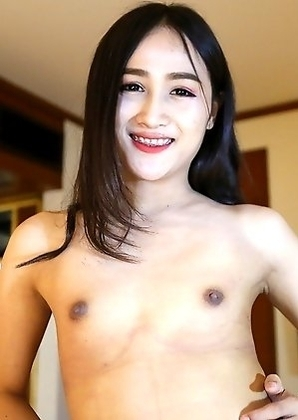 22yo Thai ladyboy Hom sucks off a big white tourist cock