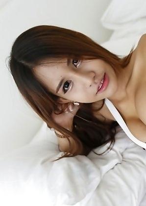 19yo busty Thai shemale Tontan nonude striptease for white tourist