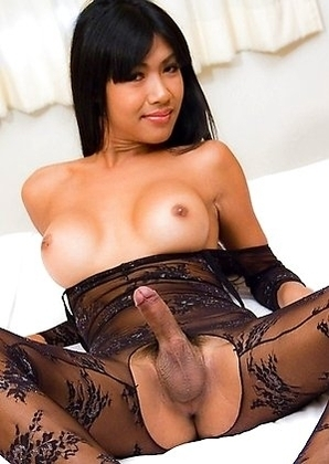 Big cock Ladyboy Narnia stretches her ass to the limit