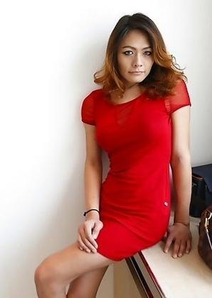 26 year old Thai ladyboy Teena sucks off tourist cock