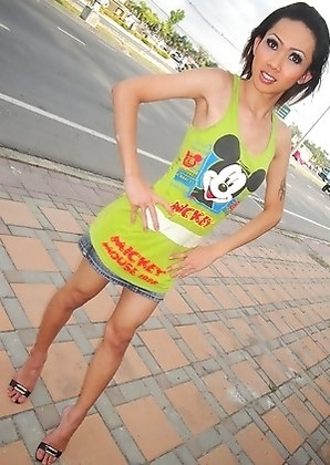 Outdoor and fun toilet candids from Pattaya Ladyboy Poppy