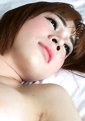 20 year old ladyboy Yuri gives tourist a blowjob and handjob for a cumshot