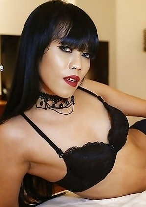 25 year old horny Thai Yammy with big cock gets a face full of tourist cum