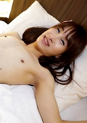 19yo Thai shemale Phoo masturbates and cums on herself